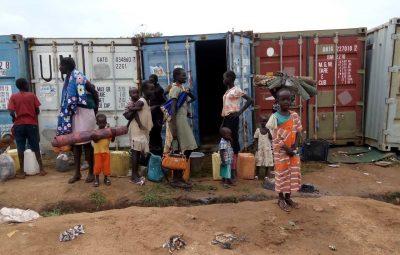 (160712) -- JUBA, julio 12, 2016 (Xinhua) -- Civiles de Sudán del Sur se establecen en una vivienda de la Organización de las Naciones Unidas (ONU), en Juba, Sudán del Sur, el 12 de julio de 2016. Una tensa calma regresó a la capital de Sudán del Sur después que dos líderes pidieron alto al fuego y ordenaron a todos los comandantes dejar las armas y reportarse a sus bases de unidad. (Xinhua/Str) (jg) (ah)
