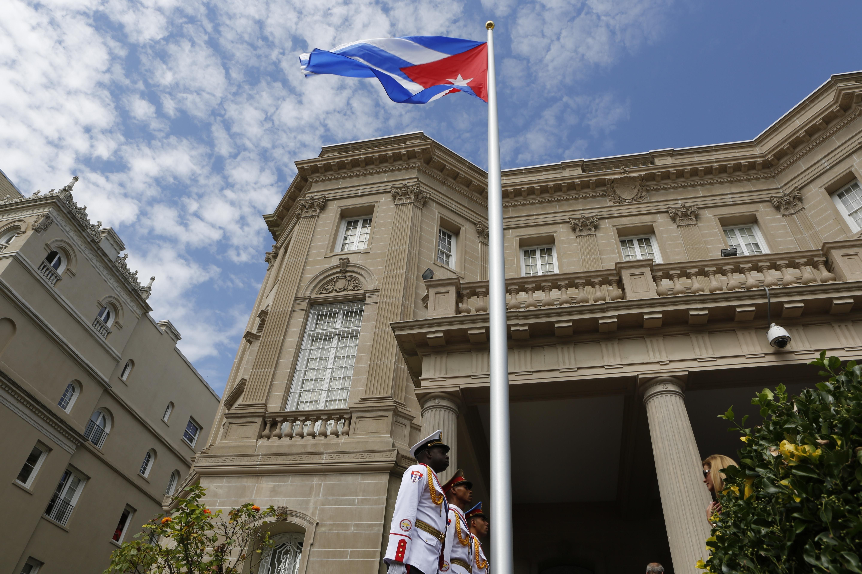EPN parte a Cuba a exequias de Fidel Castro