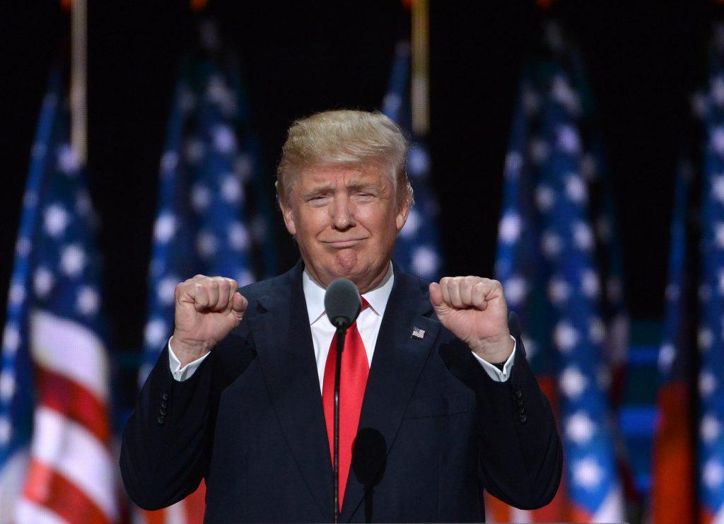(160721) -- CLEVELAND, julio 21, 2016 (Xinhua) -- El candidato a la presidencia estadounidense del Partido Republicano, Donald Trump, participa durante el último día de la Convención Nacional Republicana, en Cleveland, estado de Ohio, Estados Unidos de América, el 21 de julio de 2016. El magnate neoyorquino Donald Trump aceptó oficialmente la noche del jueves la nominación presidencial del Partido Republicano de Estados Unidos de América en el último día de la Convención Nacional Republicana, celebrada en Cleveland, en el estado de Ohio. (Xinhua/Yin Bogu) (rtg)