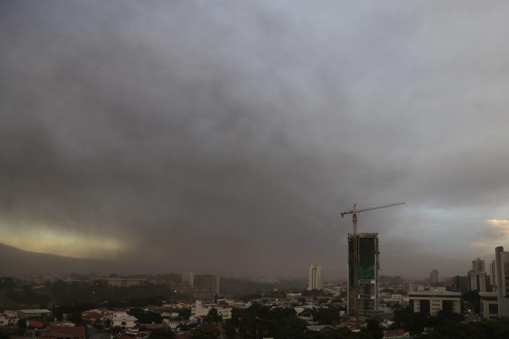 China evacua a miles de residentes ante llegada de tifón Nesat