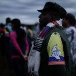(160917) -- CAQUETA, septiembre 17, 2016 (Xinhua) -- Un miembro de las Fuerzas Armadas Revolucionarias de Colombia (FARC) permanece a la espera de la instalación de la 10 Conferencia Nacional Guerrillera, en los Llanos del Yarí, departamento de Caquetá, Colombia, el 17 de septiembre de 2016. La guerrilla de las Fuerzas Armadas Revolucionarias de Colombia (FARC) inició el sábado en una apartada región del sureste del país, en los Llanos del Yarí, la décima versión de su conferencia en la que los máximos jefes de ese grupo insurgente y cientos de rebeldes analizarán durante seis días los acuerdos de paz firmados con el ejecutivo. El 26 de septiembre, en la ciudad caribeña de Cartagena de Indias se llevará a cabo la firma final de las negaciones de paz, que pondrá fin a 52 años de conflicto armado interno. Los ciudadanos tendrán que aprobar o rechazar los acuerdos entre el gobierno y las FARC a través de un plebiscito, que se efectuará el próximo 2 de octubre. (Xinhua/Jhon Paz) (jhp) (egp) (vf)