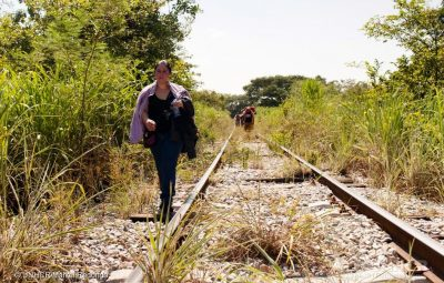 A woman fleeing from El Salvador walks along the train tracks in Chiapas, Mexico. This stretch of her walk began on Arriaga, Chiapas. She is on her way to the United States. ; Traditionally migrants and refugees used to travel by train from Arriaga onwards but since 2014 the INM (Mexican Migration Institute) has increased check points along this route and are stopping train to stop people from reaching the Mexican-US border.