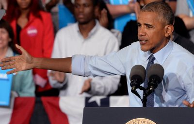 (161011) -- CAROLINA DEL NORTE, octubre 11, 2016 (Xinhua) -- El presidente estadounidense, Barack Obama, pronuncia un discurso durante un acto en apoyo a la candidata del Partido Demócrata a la presidencia de Estados Unidos de América, Hillary Clinton, en Greensboro, Carolina del Norte, Estados Unidos de América, el 11 de octubre de 2016. (Xinhua/Chuck Liddy/TNS/ZUMAPRESS) (ma) (ah)