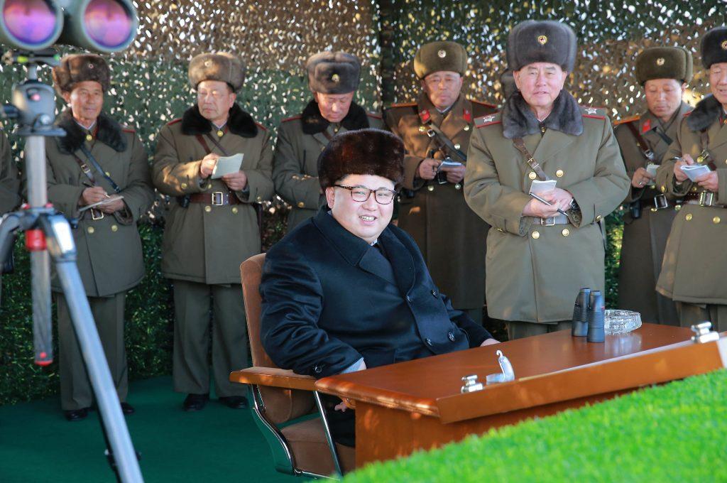 Presidentes surcoreano y estadounidense discuten crisis en península coreana