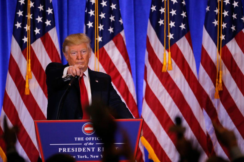 (170111) -- NUEVA YORK, enero 11, 2017 (Xinhua) -- El presidente electo de Estados Unidos de América, Donald Trump, reacciona durante una conferencia de prensa, en Nueva York, Estados Unidos de América, el 11 de enero de 2017. El presidente electo estadounidense, Donald Trump, se reunió con representantes de los medios de comunicación para su primera conferencia de prensa desde las elecciones presidenciales. (Xinhua/Gary Hershorn/ZUMAPRESS) (jg) (ah)