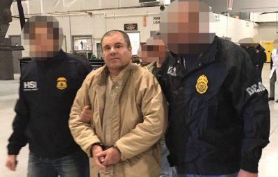"""(170119) -- NUEVA YORK, enero 19, 2017 (Xinhua) -- Imagen cedida por la Administración para el Control de Drogas (DEA, por sus siglas en inglés), de elementos de las fuerzas de seguridad escoltando a Joaquín Guzmán Loera (c), alias """"El Chapo"""", líder del Cártel de Sinaloa, a su llegada al Aeropuerto MacArthur de Long Island, estado de Nueva York, Estados Unidos de América, el 19 de enero de 2017. México extraditó el jueves a Estados Unidos de América al capo mexicano Joaquín """"El Chapo"""" Guzmán Loera, precisamente el mismo día en el que se cumplen 16 años de la primera de sus dos fugas de prisiones federales de máxima seguridad mexicanas. (Xinhua/DEA) (da) (fnc)"""