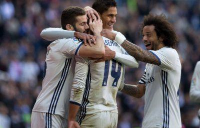 (170107) -- MADRID, enero 7, 2017 (Xinhua) -- El jugador Casemiro (c), de Real Madrid, festeja su anotación durante el partido de La Liga española, ante Granada, celebrado en el Estadio Santiago Bernabéu en Madrid, España, el 7 de enero de 2017. (Xinhua/Rex Shutterstock/ZUMAPRESS) (ma) (fnc) ***DERECHOS DE USO UNICAMENTE PARA NORTE Y SUDAMERICA***