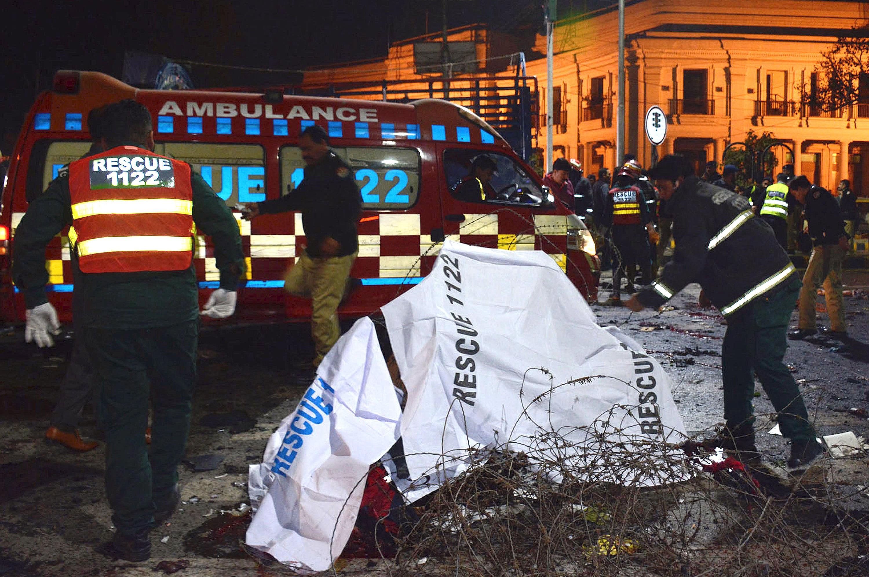 Atentado suicida deja 14 muertos y 60 heridos en Lahore, Pakistán — ACTUALIZACION