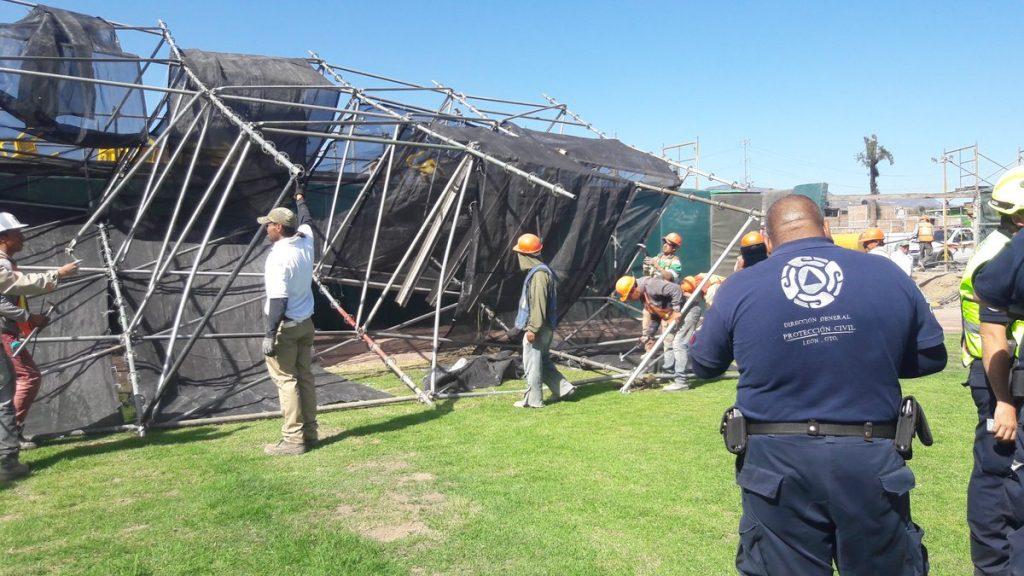 Resultado de imagen para Estructura cae en pleno juego en parque de béisbol de la Liga Mexicana