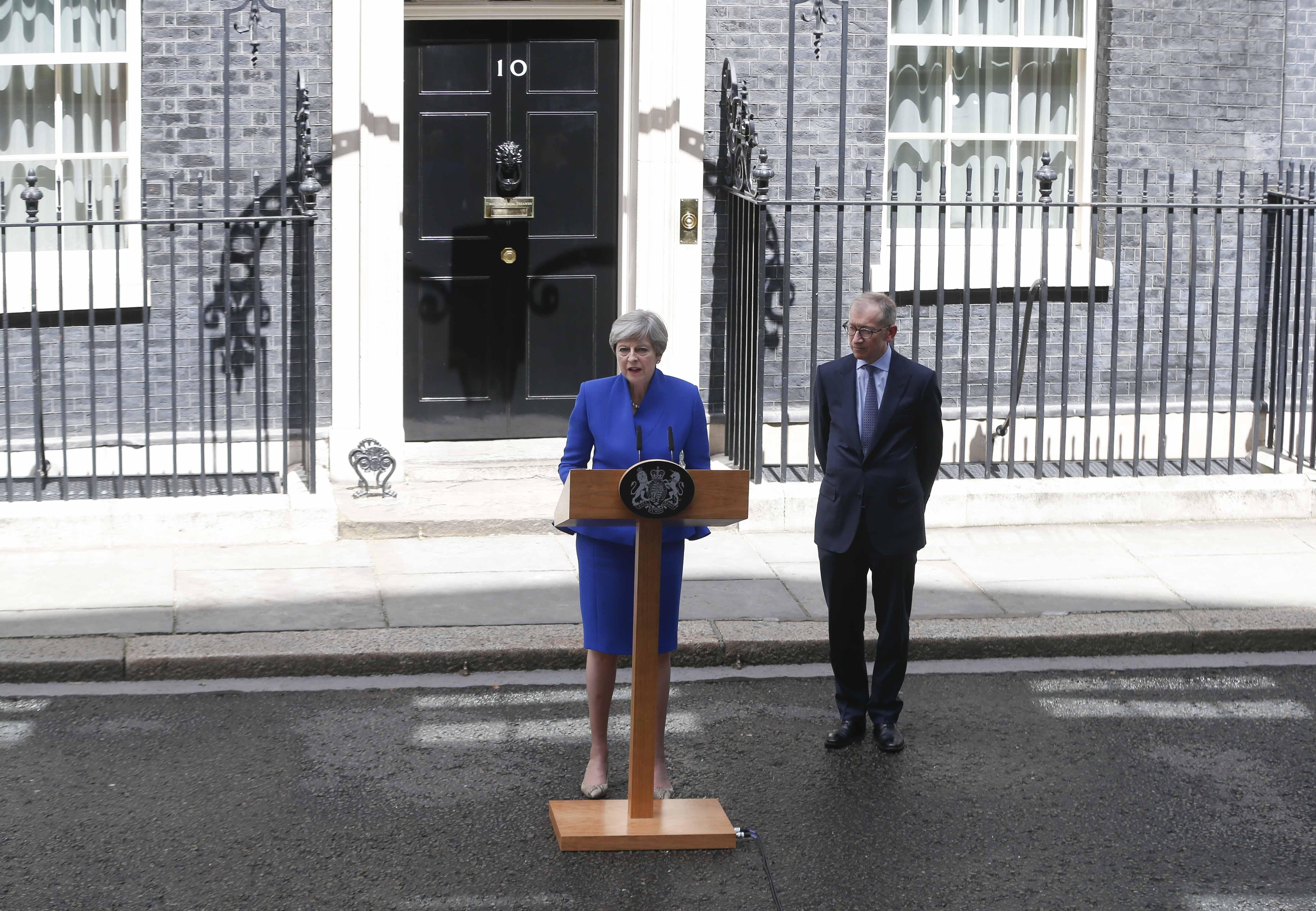 May confirma que formará Gobierno con el apoyo de los unionistas