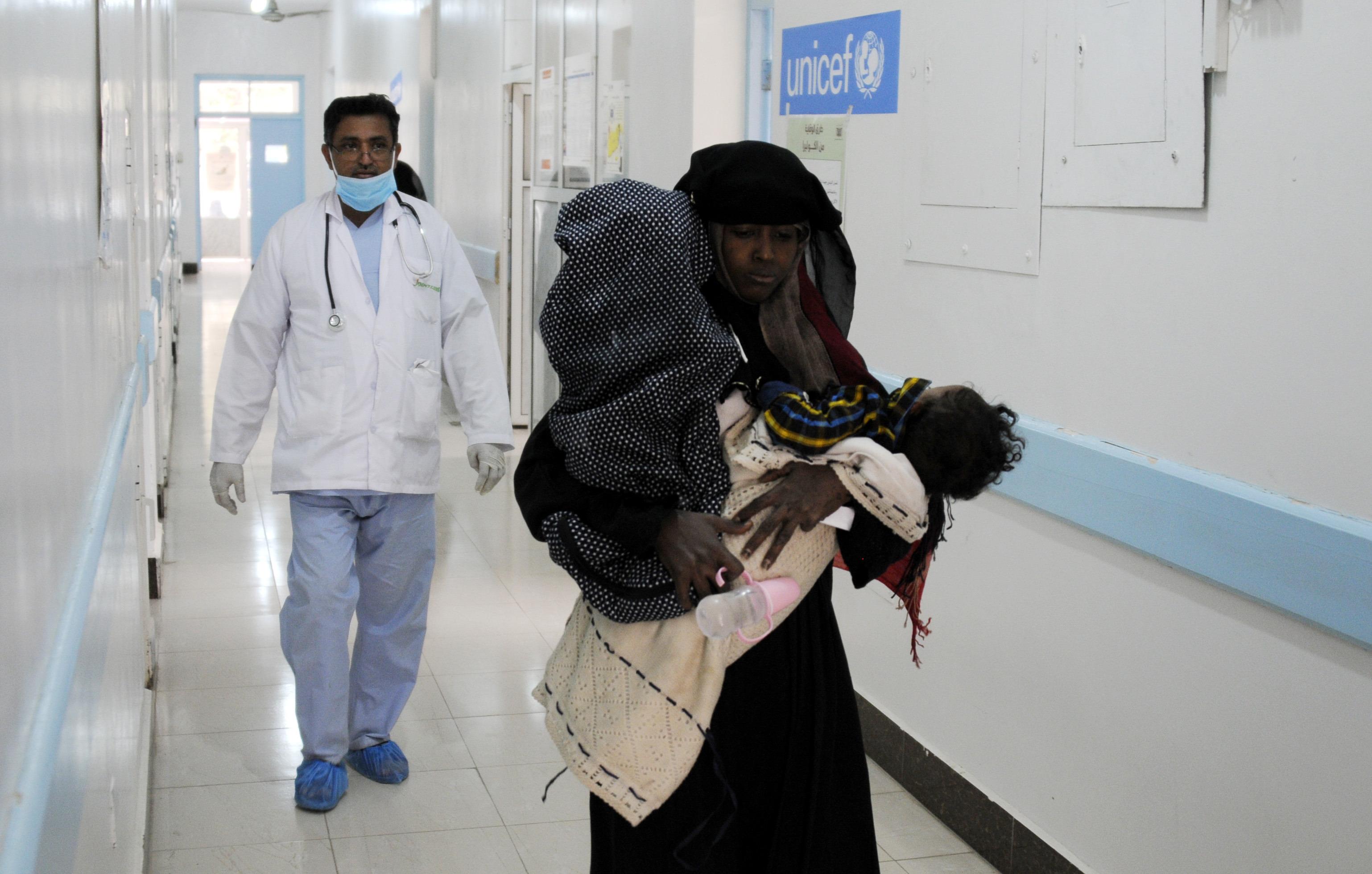 Suman 300 mil casos de cólera en Yemen