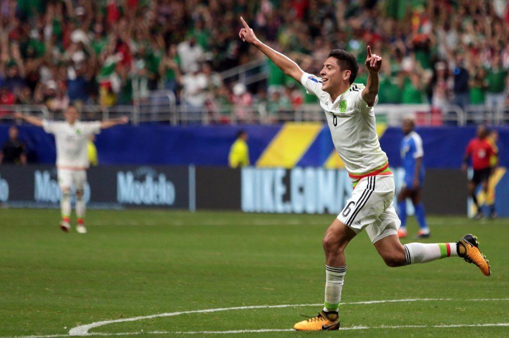 México sufre pero avanza a cuartos como primero — Oro