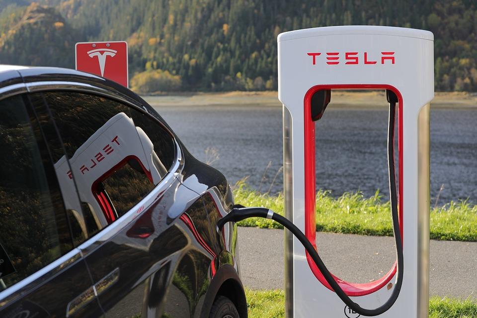 Tesla iniciará este viernes la producción de su Model 3