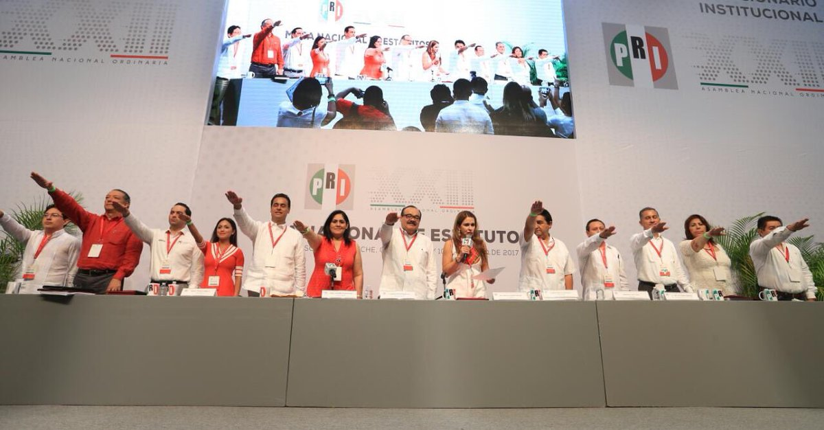XXII Asamblea PRI: Marco Mena Acompañó a Peña Nieto en Clausura