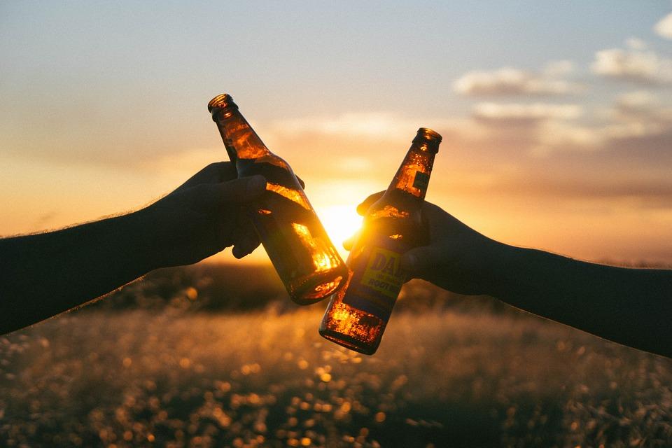 Tomar Alcohol reduce el riesgo de morir del corazón