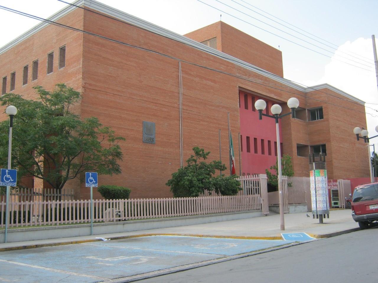 El Heraldo de Saltillo – Como pueden suben pacientes de la Clínica ...
