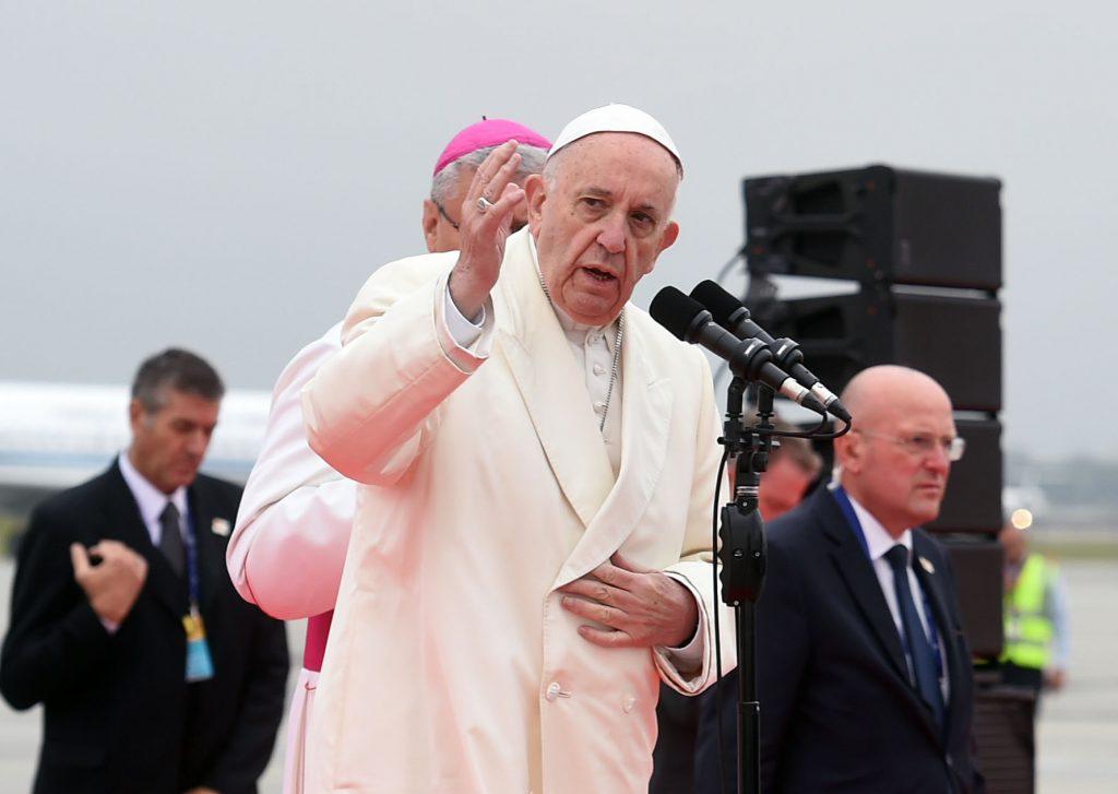 Papa Francisco endurece críticas contra incrédulos del cambio climático