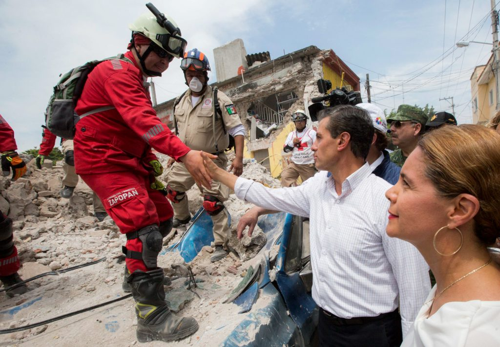 EPN encabeza ceremonia por fallecidos en sismo del 85