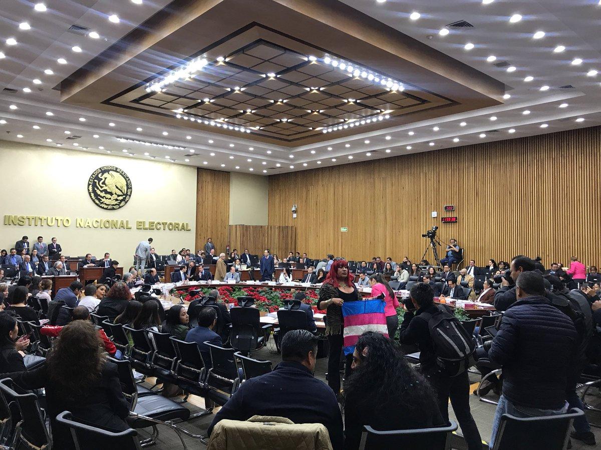 Improcedentes, medidas cautelares contra difusión de propuestas de AMLO en internet: INE