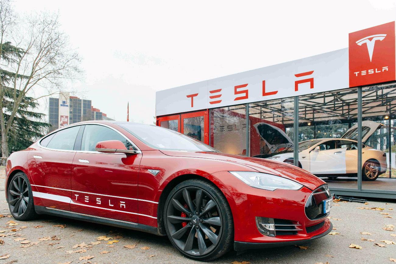 Tesla ofrece empleo para mexicanos