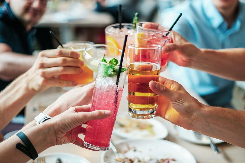 Una investigación prueba que beber alcohol aumenta el riesgo de cáncer