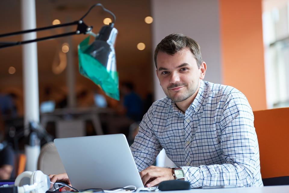 SEP publica primera convocatoria para cursar la prepa en línea